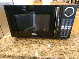 Sunbeam Microwave Oven only used 8  days in the box