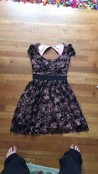 black and pink floral scoop-neck sleeveless dress Dover, 02030