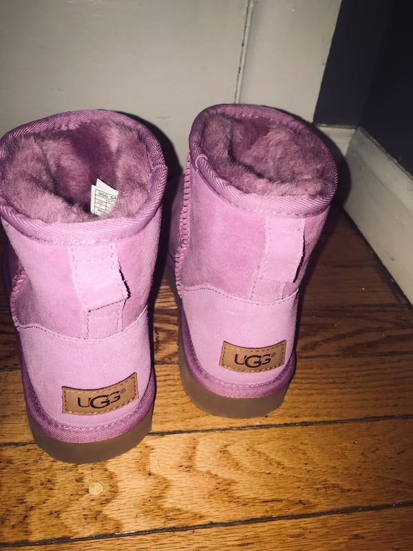 Has to go Asap size 6 pink color  022d7f56-26a0-4aa8-9708-9231288e09d3