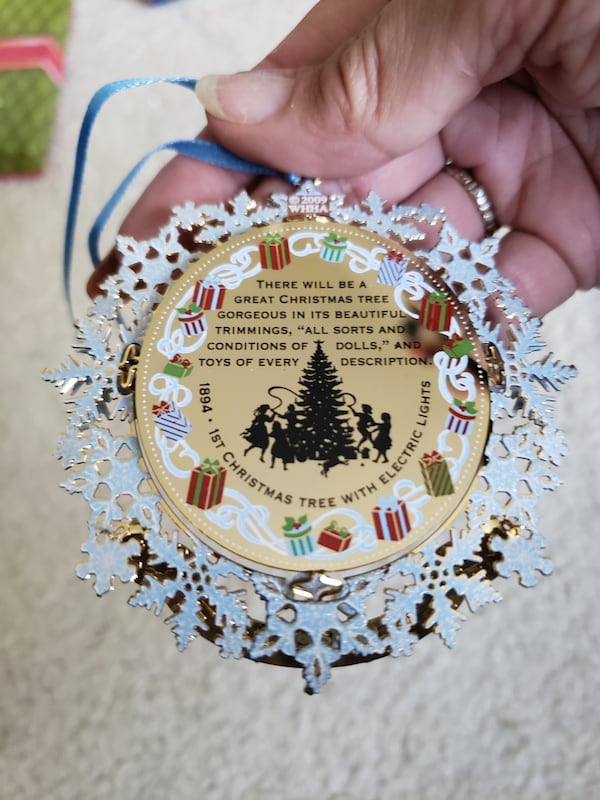 2009 Collectible White House Christmas Ornament  ac637d95-ae5c-478d-a12f-06931e9d1834