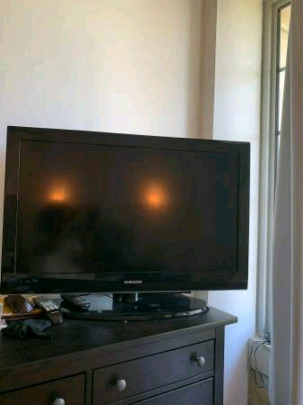 Samsung 36 inch TV with remote control and 2 HDMI  7cd66ee0-3ef7-43cd-a840-f19c390f675b