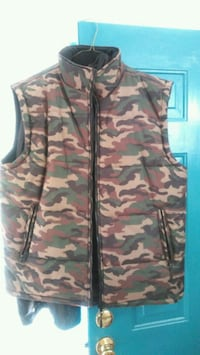 brown and green camouflage vest Seattle, 98118