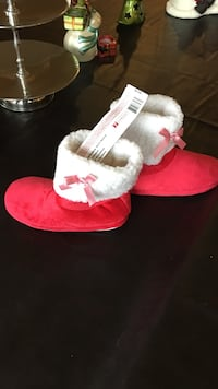 "Girls ""american girl"" holiday slippers size 3 1/2-5 new Huntingtown, 20639"