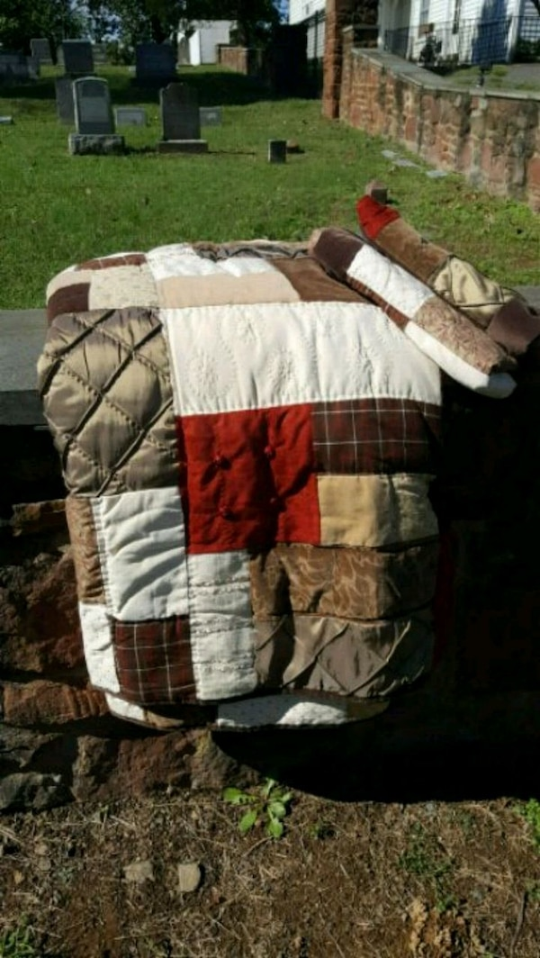 King quilted comforter and shams