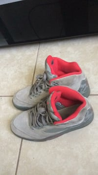 pair of gray-and-red Nike basketball shoes Shalimar, 32579