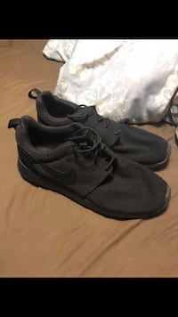 Pair of black nike running shoes McMinnville, 37110