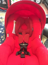 Car seat with 2 bases Calgary, T2Y 3R1