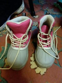 pair of gray-and-pink Nautica duck boots