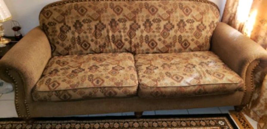 sofa and 1 seater sofa ca37940f-bcc6-4081-aab4-880450df1eee