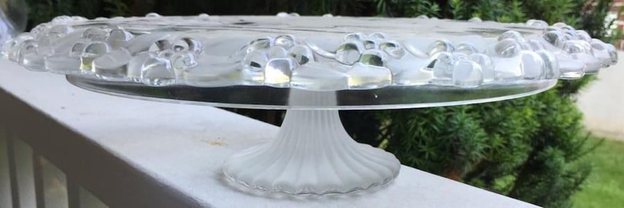 VINTAGE GLASS CAKE PLATE WITH PEDESTAL 0
