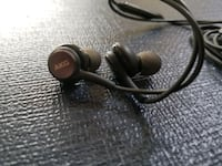 2 Sets of Earbuds Samsung and AKG