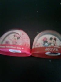 Mickey mouse and Minnie mouse snow gloves  Mesa