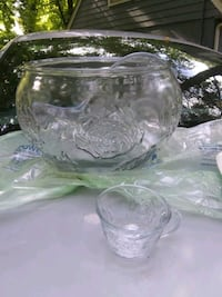 Glass punch bowl set Leesburg