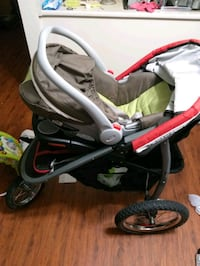 Graco carseat and stroller  Surrey, V3T 5K6