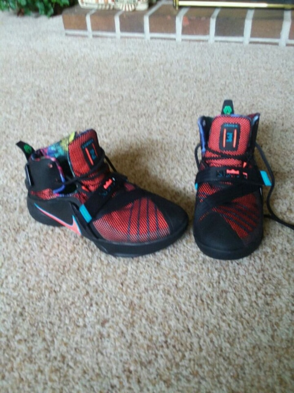 9a80e5954c9d8 Used LeBron James Boys Sneakers for sale in Colonial Heights - letgo