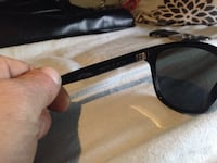 Gucci female sunglasses 500 dollars retail comes in hard schell case Pilot Butte, S0G
