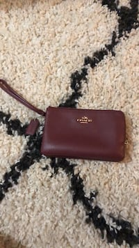 coach  wallet  Clear Spring, 21722