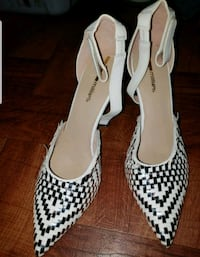 pair of white-and-black pointed toe pumps Los Angeles, 91343