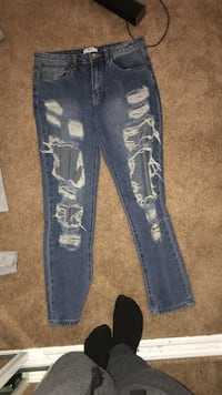 US 26 ( forever 21 ripped pants )