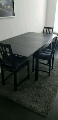 Extendable table with 3 chairs Oakville, L6K 3V5