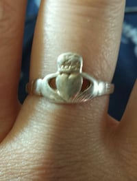 gold-colored claddagh ring