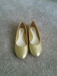 pair of beige leather flats Edmonton, T5A 4K5