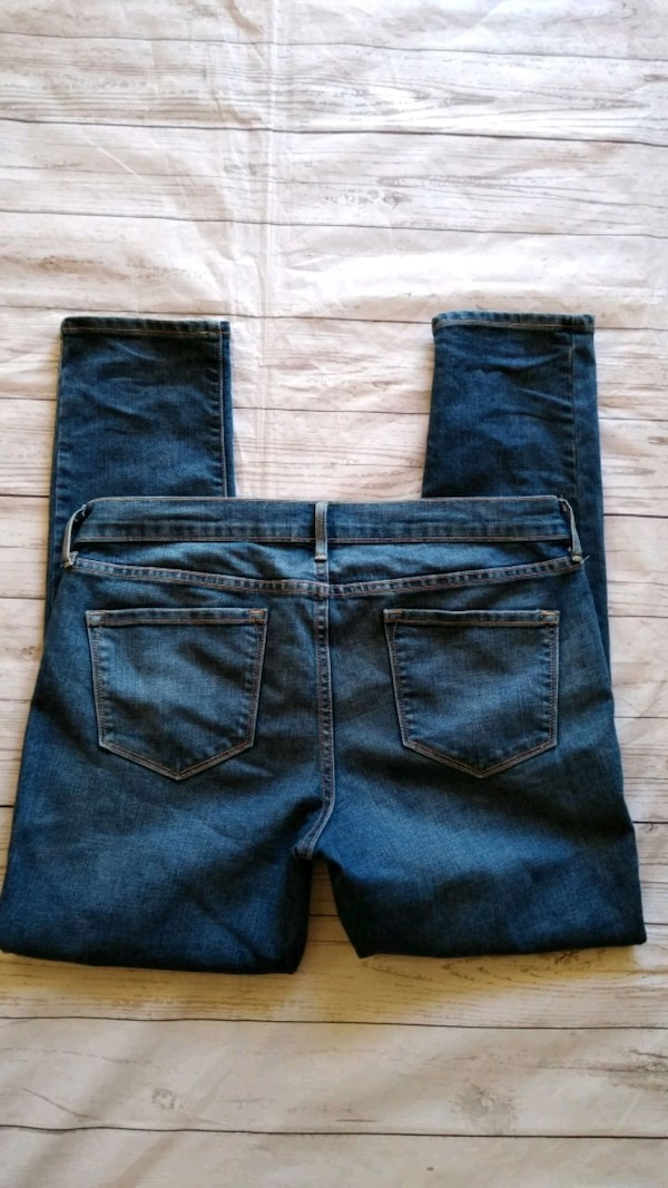 Beautiful Old Navy Jean's , size 12