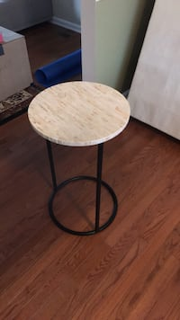 end table Pier  1 Stafford, 22554
