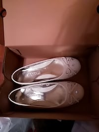 pair of white leather flats Bowling Green