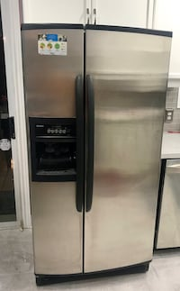 Kenmore Coldspot 2 Stainless Fridge Freezer with Ice & Water Dispenser Vaughan, L4J 7Z4