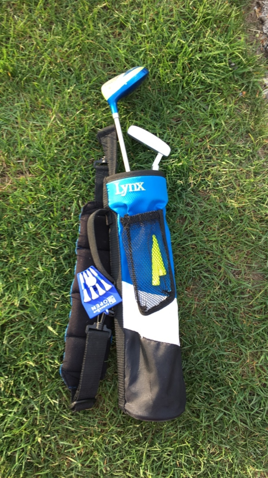 blue and black Lynx golf bag with putter golf club
