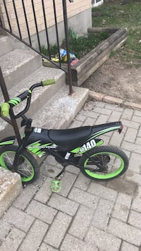 Black and green bmx bike لندن, N5Z 3W7