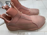 Pair of pink Puma Mid cut San Bernardino, 92407