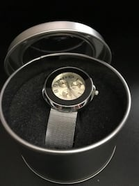 'NEW' GUESS WATCH IN ROUND GIFT BOX (UNISEX)