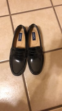 Men's 9 black loafers used once 1692 mi