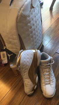 Air Jordan 13 defining moments w/ white and gold bag Mississauga, L5N