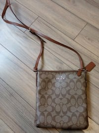 Brown COACH side purse London, N6M