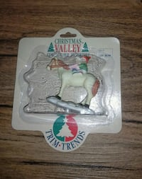 Christmas Valley Collectible Figurine- New!  2316 mi