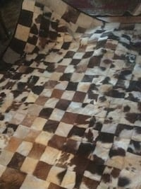Large cow skin checkered carpet looks very new  Ottawa, K1K 0S1