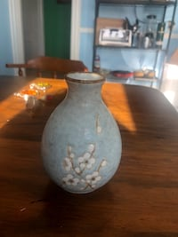 Small blue vase Waltham, 02451