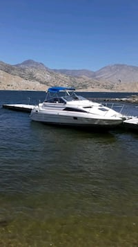 91 27ft bayliner low hours, all new interior