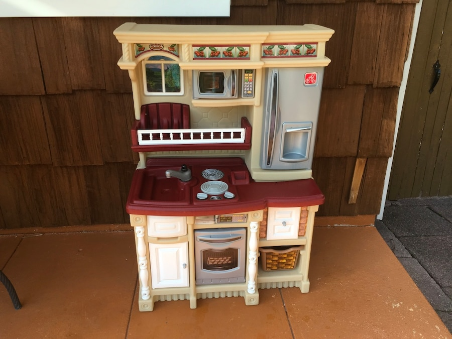 Letgo Step 2 Kitchen With Accessories In Bay Hills Ny