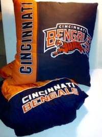 Reebok NFL Cincinnati Bengals Hooded Winter Jacket Size XL And Large Throw Pillow London