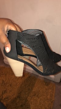Unpaired black and gray peep-toe platform stiletto New Orleans, 70119