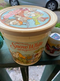 Vintage snow White and the seven dwarfs bucket