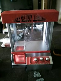 Candy or toy claw machine