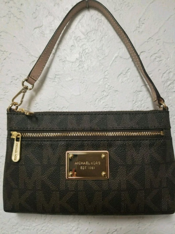 e7770d70c9ca74 Used Michael Kors Large Wristlet for sale in Plano - letgo