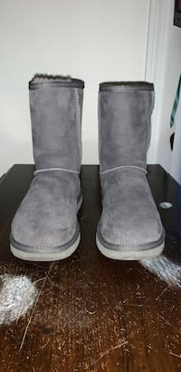 Uggs (Gray) Size 7 Enfield, 06082