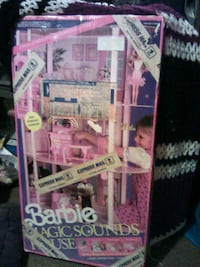 This is NOT A USED Barbie Doll House