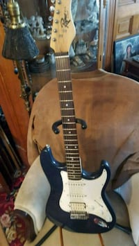 Rare rogue st-4 strat by squire